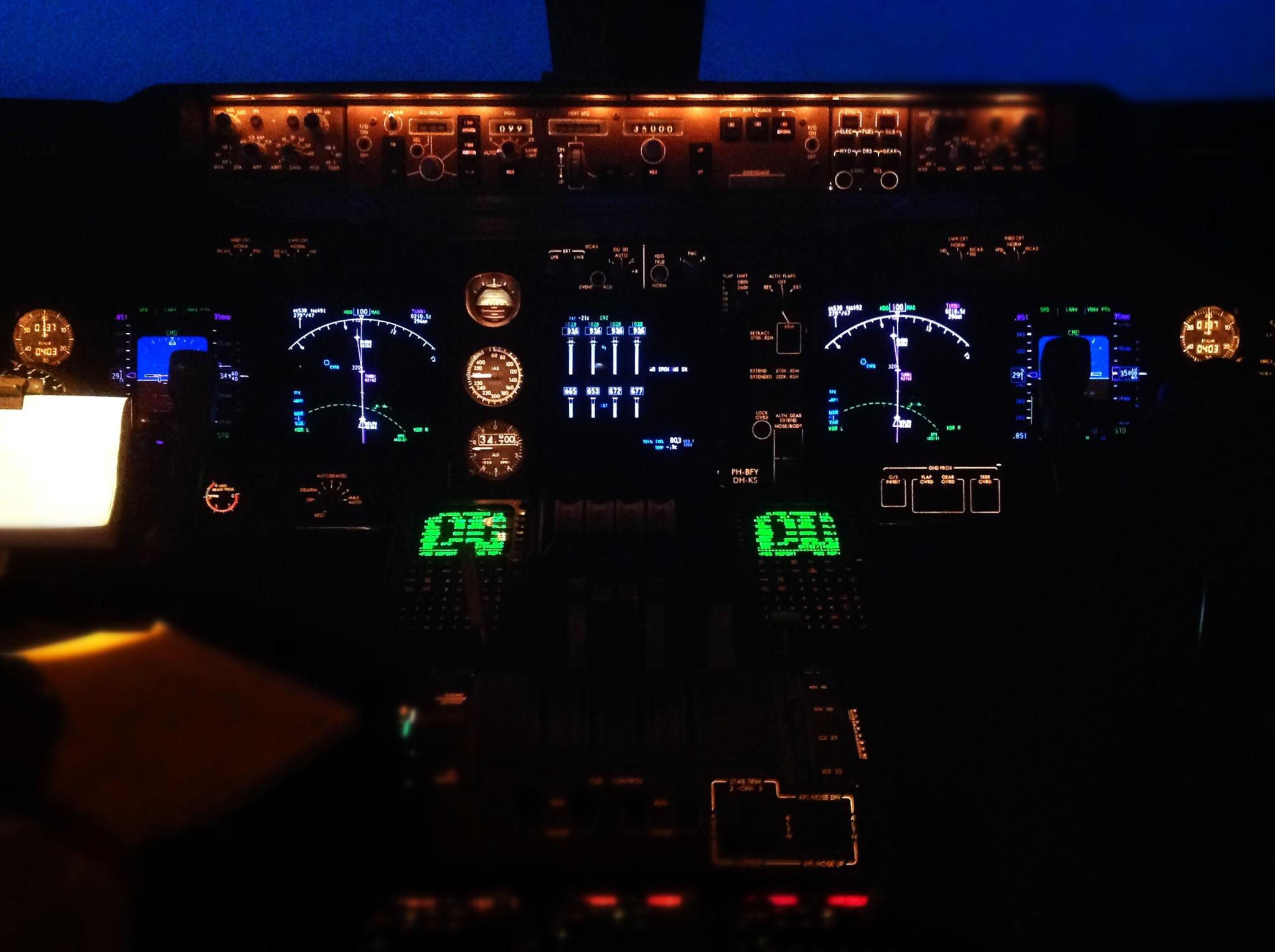 cockpit boeing 747-400